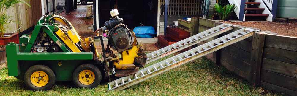 Stump grinding machine using ramps